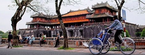 Hue Photo Tour on Cyclo